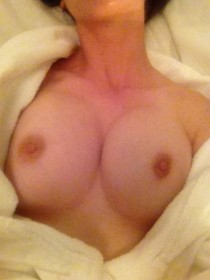 Alison Brie Boobs