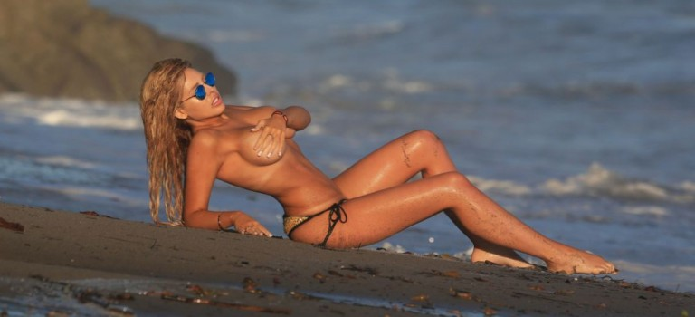 Francesca Larrain Topless (14 Photos)