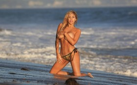 Francesca Larrain Topless