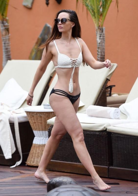 Hot Jennifer Metcalfe in bikini pics