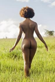 Ivi Pizzott Sexy Ass Photo