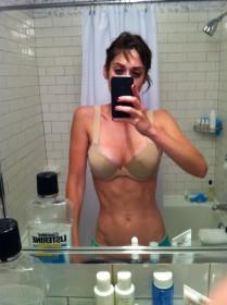 Lizzy Caplan Leaked Selfie