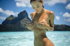 Sexy Alexis Ren Nude