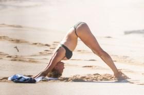 Sexy Kelly Rohrbach in bikini