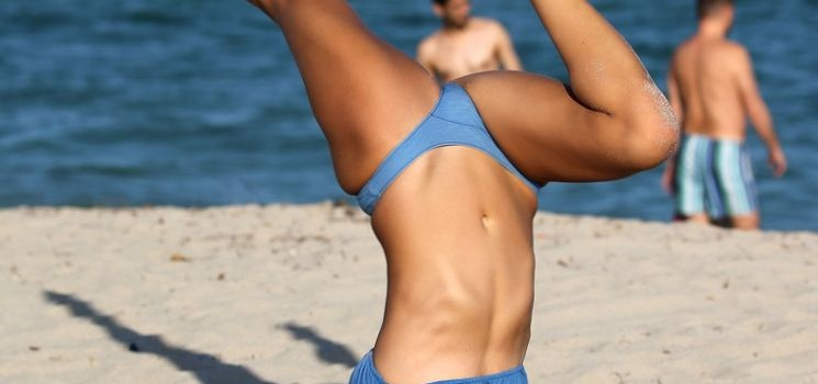 Lucinda Aragon Bikini Candids (16 Photos)