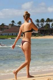 Sexy Toni Garrn in bikini