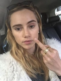 Suki Waterhouse Leak