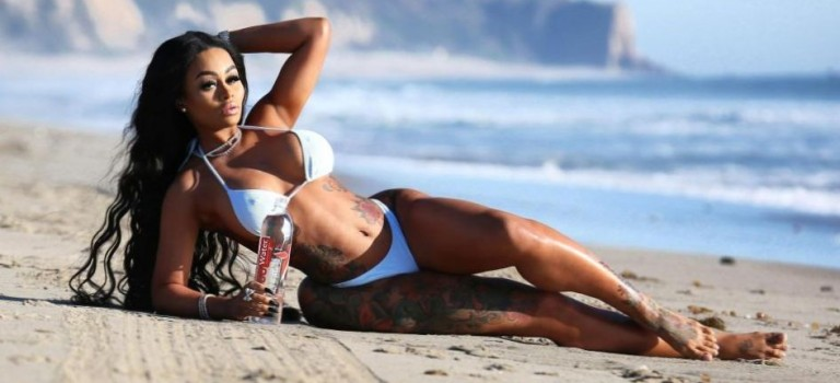 Blac Chyna in Bikini (7 Photos)