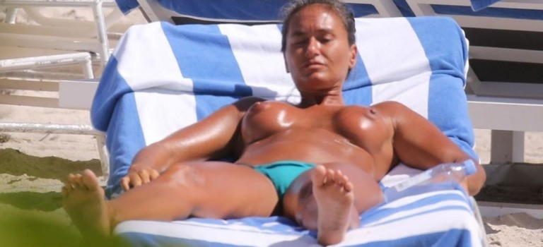 Eda Taşpinar Topless (9 Photos)