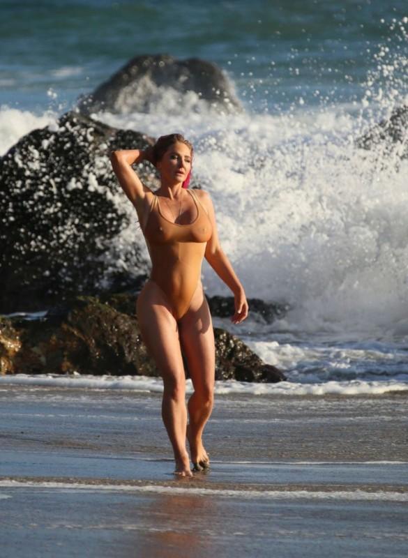 Hot Nikki Lund in swimsuit