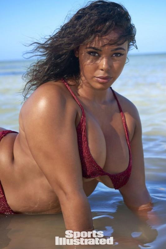 Hot Tabria Majors in bikini
