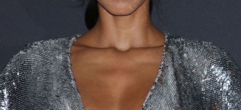 Lais Ribeiro Cleavage (12 Photos)