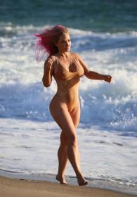 Nikki Lund in swimsuit photo