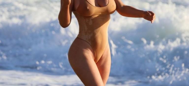 Nikki Lund in swimsuit (10 Photos)