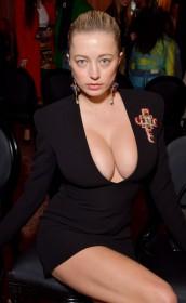 Sexy Caroline Vreeland Cleavage