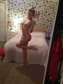 Courtnie Quinlan Naked Sexy