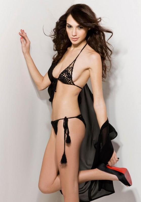 Gal Gadot in sexy bikini