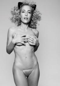 Gillian-Anderson-Naked