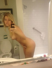 Kelsey Hardwick nude selfie leaked