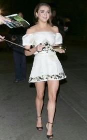 Maisie Williams Sexy Paparazzi Pic
