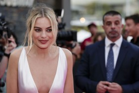 Margot Robbie Cleavage Pic
