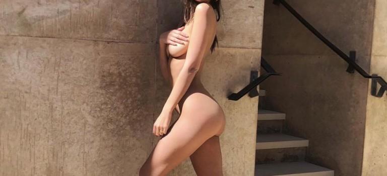 Emily Ratajkowski Nude (2 Photos)