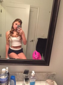 Sexy Lia Marie leaked selfie