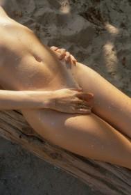 Vivien James Naked Photo