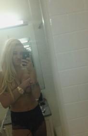 Amanda Bynes topless selfie