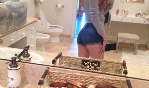 Bella Thorne Leaked (3 Photos)