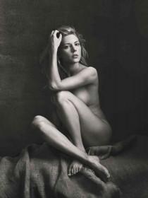 Katheryn Winnick Nude Photo