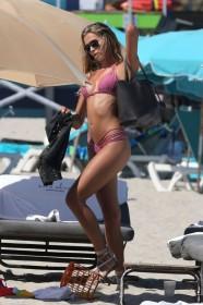 Sandra Kubicka bikini candids