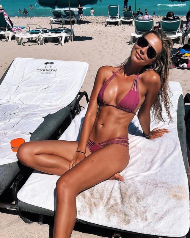 Sandra Kubicka in bikini