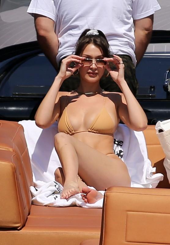 Bella Hadid in bikini paparazzi