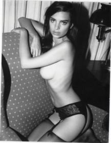 Hot Emily Ratajkowski Naked