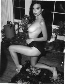 Hot Emily Ratajkowski Topless