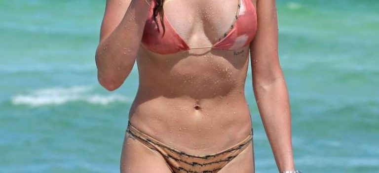 Katie Cassidy in Bikini (23 Photos)