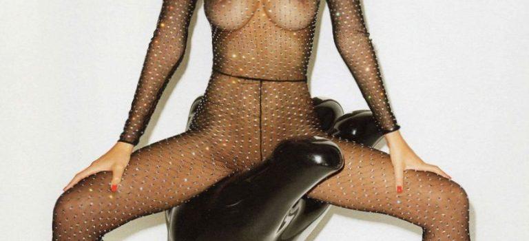Hot Emily Ratajkowski Nude (2 Photos)
