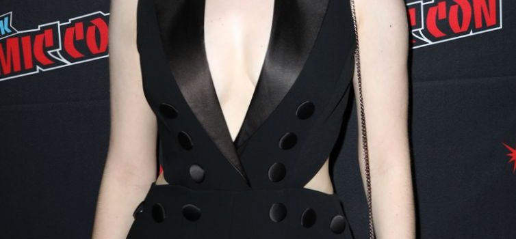 Emma Dumont Cleavage (15 Photos)